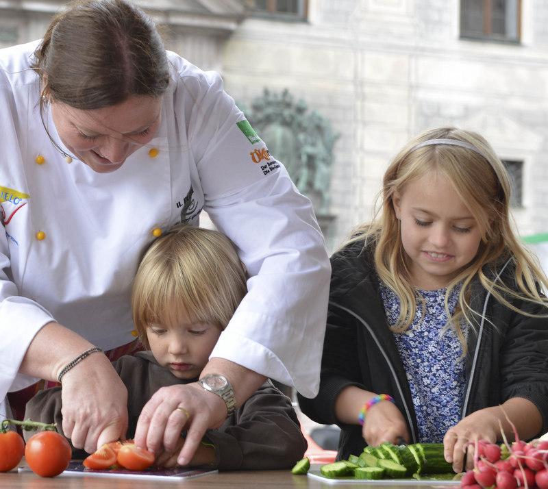 Carola kocht mit Kindern
